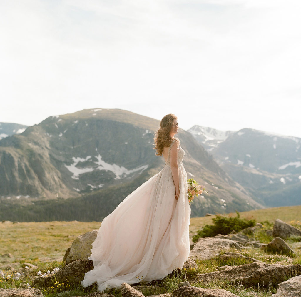Aspen Wedding, Bride in wedding dress, mountain wedding photos, bridal portraits, Aspen wedding photos, colorado wedding photographers, Family Portraits